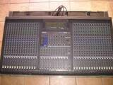 mixer analogico ga 32/12/4/2 yamaha con flight case